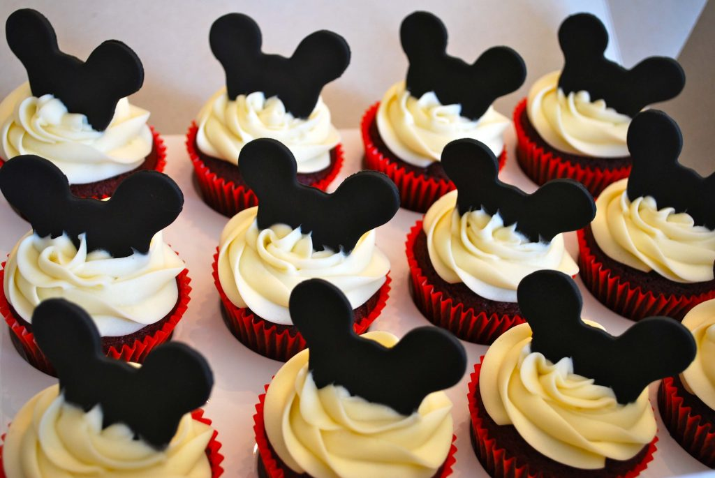 mickey-mouse-cupcake-cake-cupcakes-by-amescakes