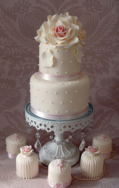 Romance-by-Sweet-Tiers-Cakes